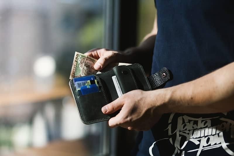 bring-cash-when-shopping