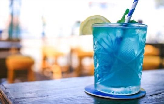 delicious blue curaao cocktails