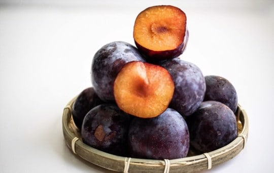 how do you eat plums
