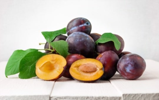 how to tell if plums are bad