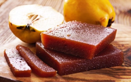 what does membrillo quince paste taste like
