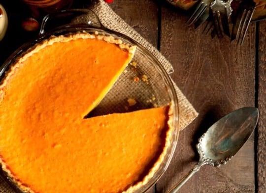 what does sweet potato pie taste like
