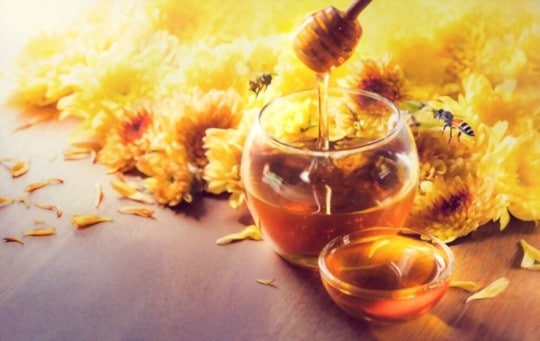 what causes honey to taste bitter to some people