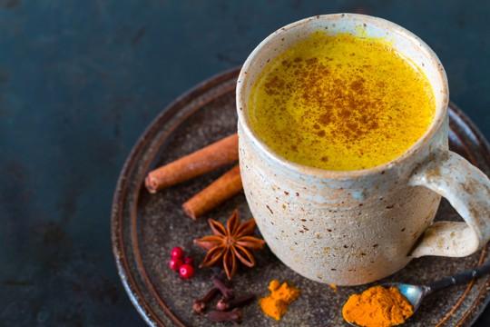 what does turmeric tea taste like