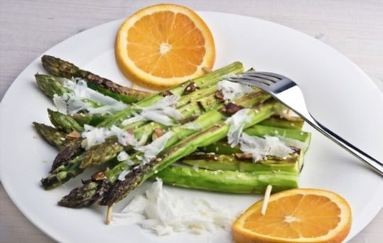 asparagus with parmesan almonds and egg