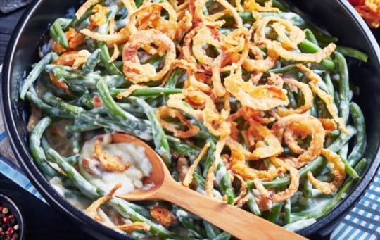 creamy green beans with bacon bits