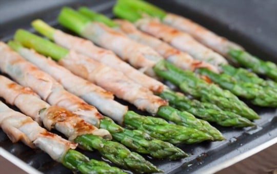 prosciuttowrapped asparagus with brie herbs and onions
