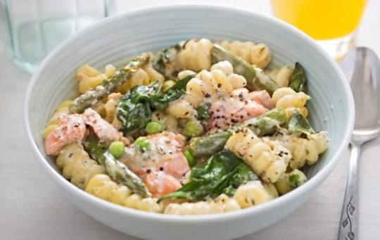 spring pasta with salmon and peas